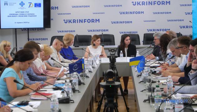 За час війни на Донбасі у полон бойовиків потрапили понад 80 українських журналістів — ІМІ