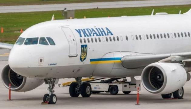 Президентський літак з 10 дітьми повернувся з Грузії в Україну