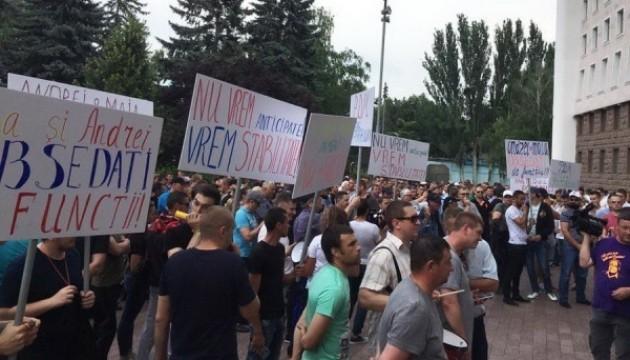 У Молдові виступають проти дострокових виборів - мітингувальники оточили парламент