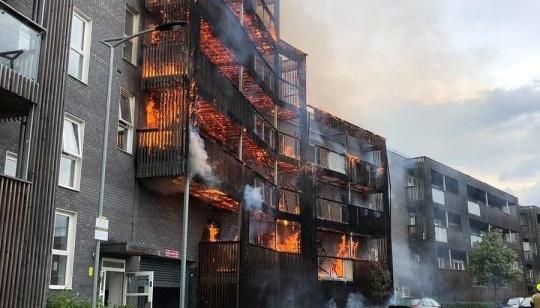 У східних кварталах Лондона спалахнула велика пожежа