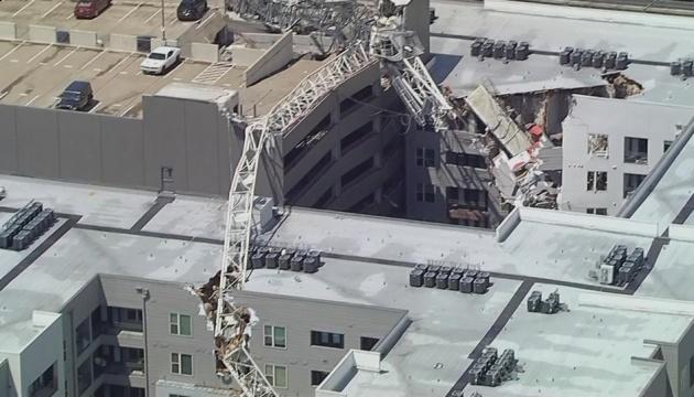 У Штатах будівельний кран впав на житловий будинок: є загиблі