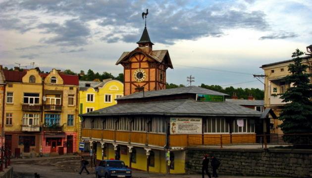 Вежу зі швейцарським годинником у Чорткові відреставрують