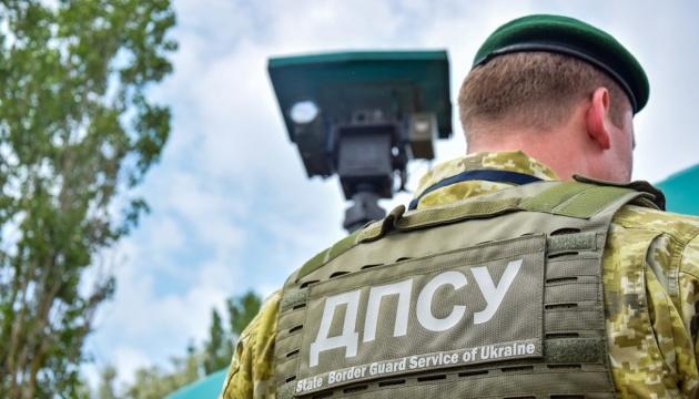 На Буковине пограничники стреляли в автомобиль нарушителя, пассажир ранен
