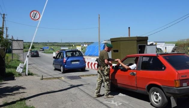 У пунктах пропуску на Донбасі очікують 210 авто