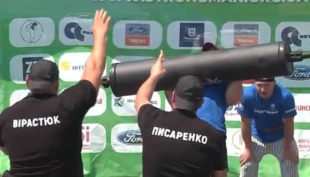 На Хортиці відбувся перший чемпіонат України зі стронгмену серед поліцейських