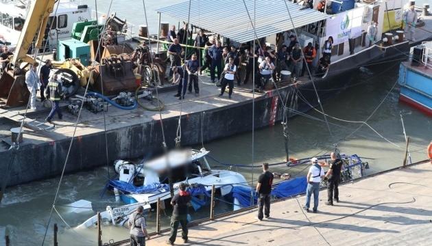 З Дунаю витягли затонулий катер, доля дев'яти людей залишається невідомою