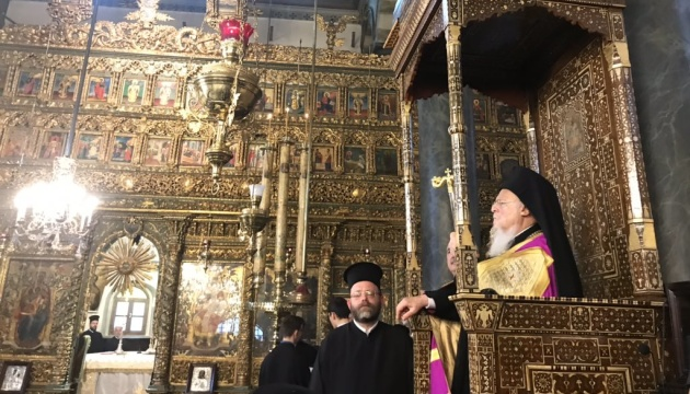 Епіфаній бере участь у святковій літургії на честь іменин Варфоломія