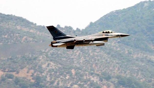 Турецькі винищувачі знову порушили авіапростір Греції - ЗМІ