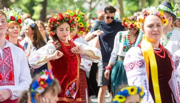 Au carnaval des cultures de Berlin les représentants de l'Ukraine ont reçu le prix du meilleur costume