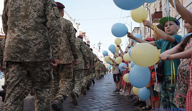 Umfrage: Armee, Kirche und Freiwillige genießen Vertrauen von Ukrainern
