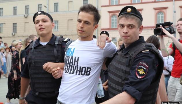 На акции в Москве - уже более 400 задержанных