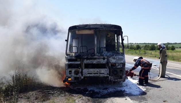 На Полтавщине во время движения загорелся автобус с пассажирами