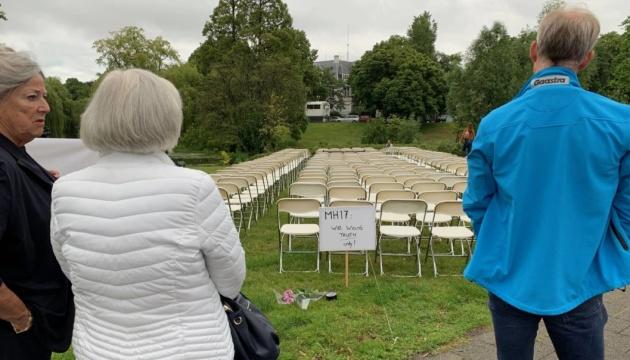 Родственники жертв МН17 протестовали под посольством РФ в Нидерландах