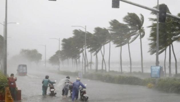 На Індію насувається тропічний шторм, евакуювали 300 тисяч осіб