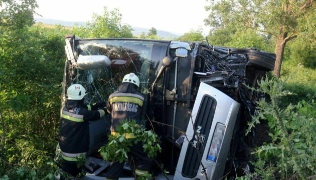 Автобус з дітьми потрапив у ДТП в Угорщині, тринадцять постраждалих