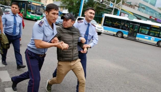 Вибори у Казахстані: після акцій протесту - майже 1000 затриманих