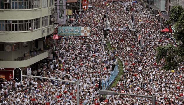Twitter заблокував сотні китайських сторінок через Гонконг