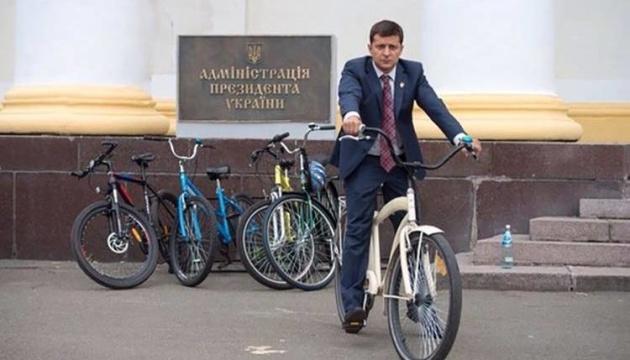 Пересування Президента велосипедом не на часі — Костюк