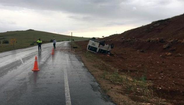 У Туреччині перекинувся автобус з дітьми, 10 постраждалих