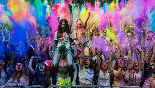 Кольорові вихідні: фестиваль Холі та магія Моне