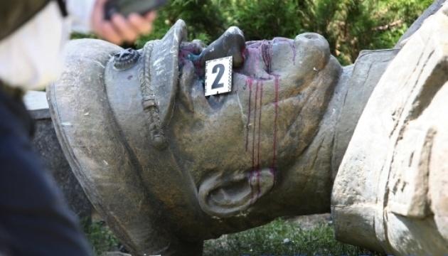 Повалення пам'ятника Жукову: поліція підтвердила обшуки  в Харкові