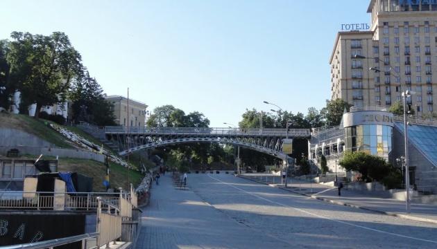 Рух пішохідним мостом на Алеї Героїв Небесної Сотні закриють до 22 серпня