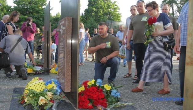 Військові вшановують пам'ять загиблих десантників та екіпажу Іл-76МД
