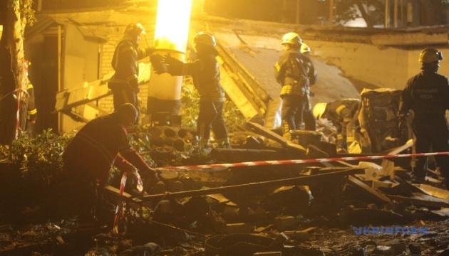 Вибух у Києві: у повітря злетів гараж у дворі будинку
