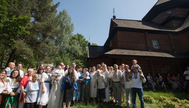 Порошенко на Прикарпатті відвідав 350-літній храм