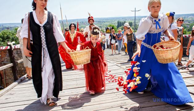 Вийшов перший постер фільму про українські весільні обряди