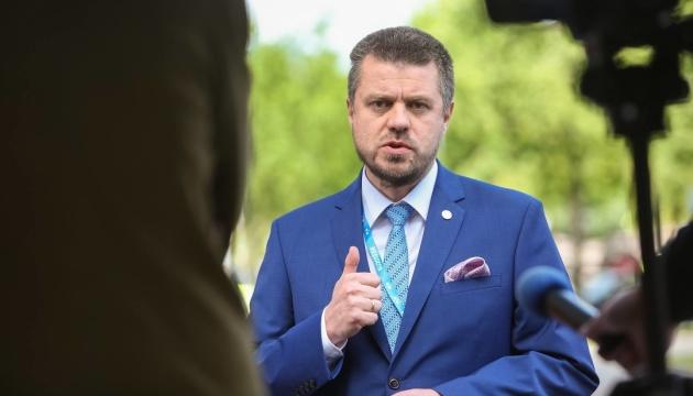 Le ministre estonien des affaires étrangères se rend en Ukraine