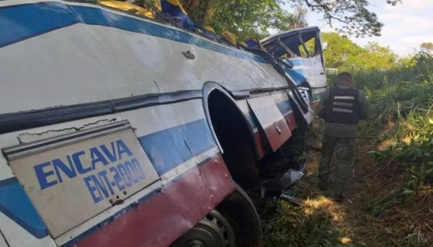 В Венесуэле перевернулся автобус: 16 погибших
