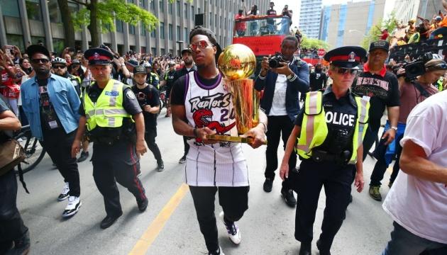 У Торонто пройшов парад чемпіонів НБА