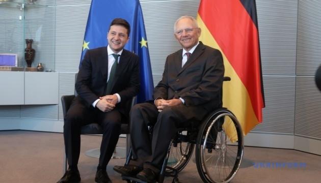 Зеленський закликає Європу допомогти з відбудовою Донбасу