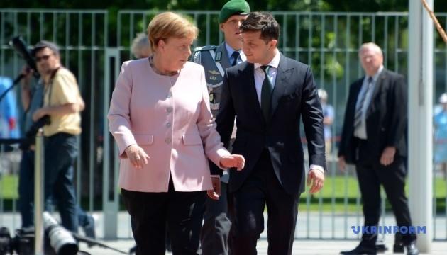 Меркель во время встречи с Зеленским стало плохо