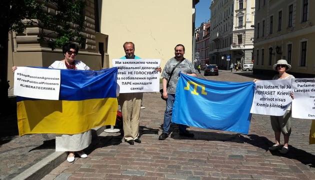 У Ризі провели акцію на підтримку кримських татар, засуджених в РФ по
