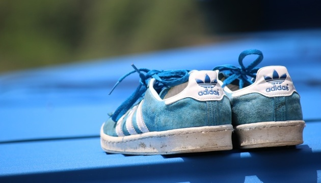 Суд відмовив Adidas у праві на три паралельні смужки