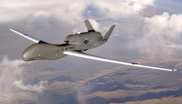 Американський безпілотник-розвідник «RQ-4D Global Hawk». Інфографіка
