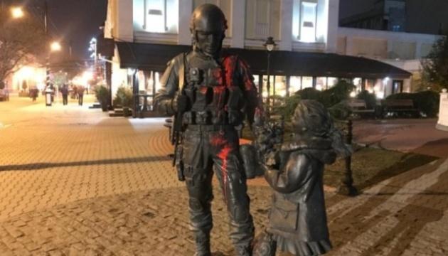 Кримчанин отримав пів року колонії за облитий фарбою пам'ятник