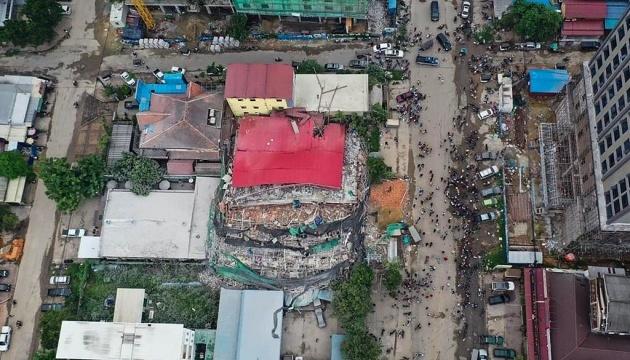 Внаслідок обвалу будівлі у Камбоджі загинули 18 осіб
