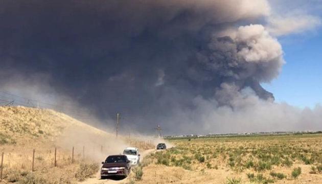 """У Казахстані """"закрили"""" місто, біля якого горить арсенал"""