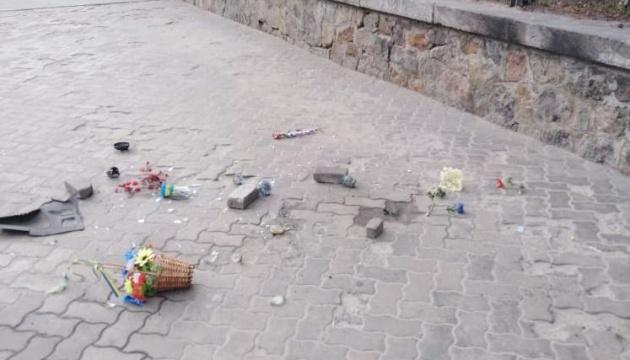 У Києві пошкодили меморіал Нігояна, вандала затримали