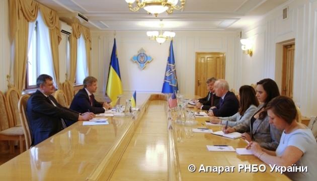 Данилюк обсудил вопросы энергетической безопасности с заместителем госсекретаря США