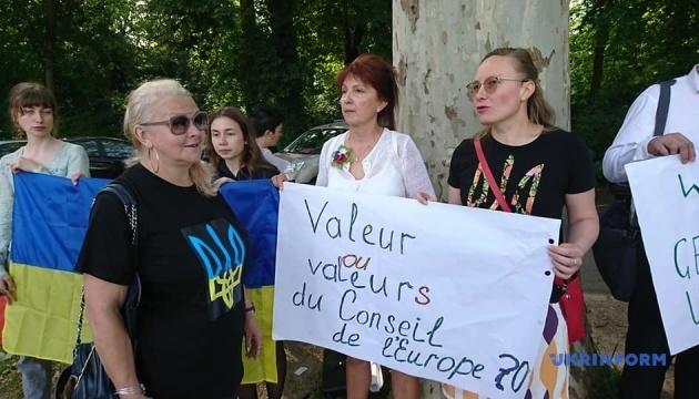 Возле Совета Европы требуют не допустить возвращения России в ПАСЕ