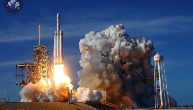 SpaceX в следующем году планирует отправить туристов в космос