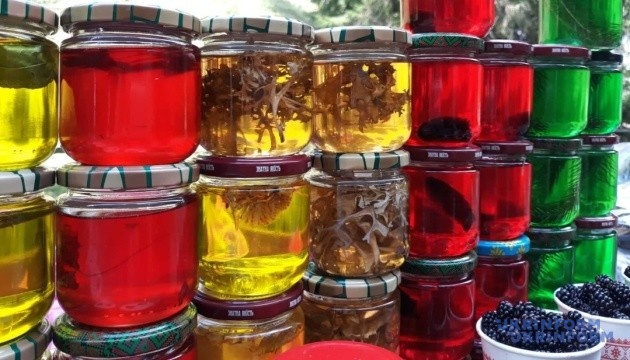 Коли турист – простак, то мед... зеленіє