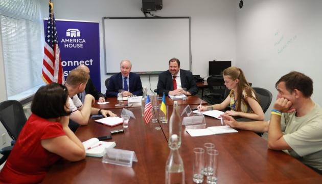 Для чого в Київ приїхала і про що говорила американська «енергетична» делегація?