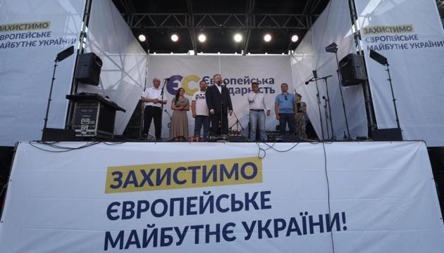 В Стрые пытались дымовыми шашками сорвать встречу Порошенко с громадой