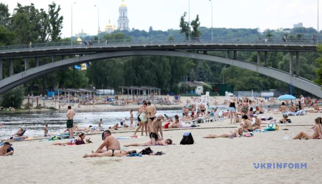 В Киеве разрешили купаться на девяти пляжах