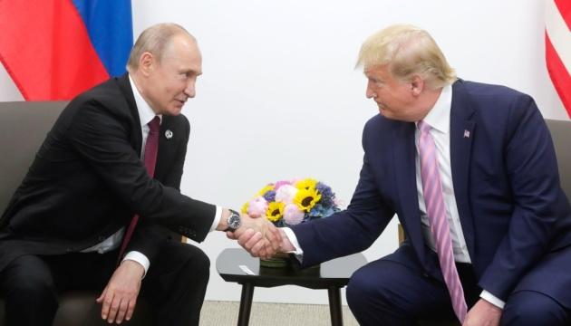 Трамп попросил Путина не вмешиваться в выборы